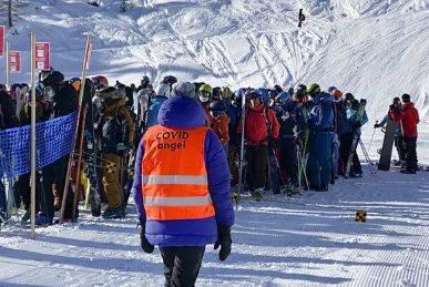 瑞士多个滑雪场突发雪崩 几日内已有七名滑雪者丧生