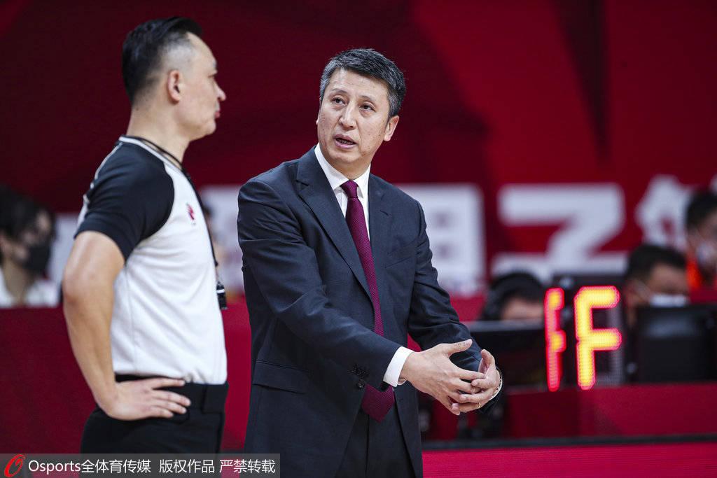 原创            广州大胜郭士强仍不满一点 称一直对后卫严格要求