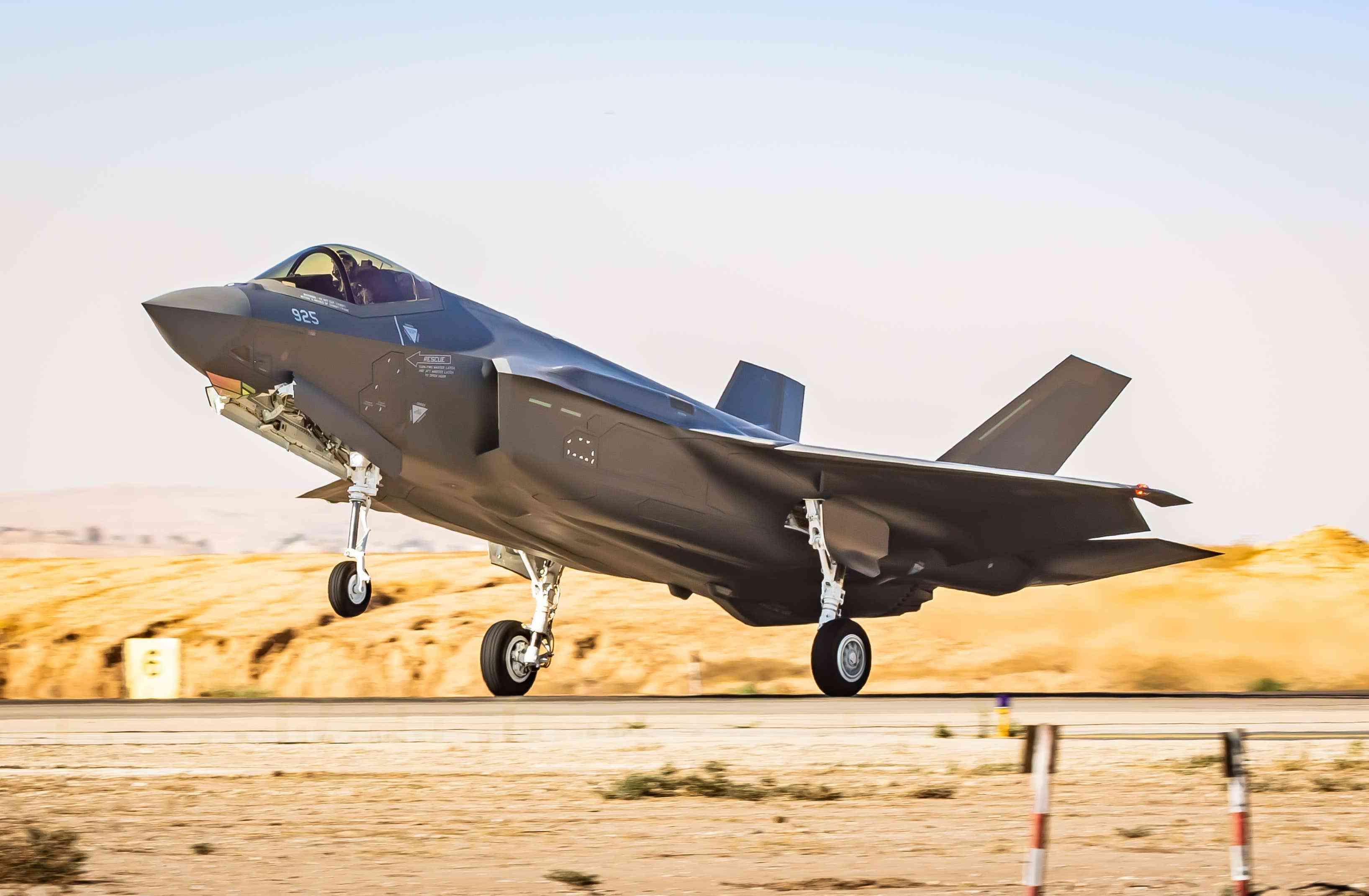 阿联酋234亿美元买军火,50架F35,配6500枚空地武器