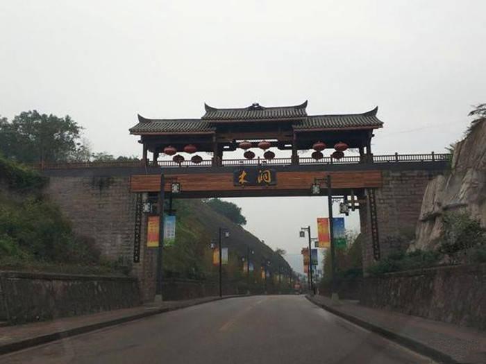 重庆这个古镇水上舟集成市,历经300年繁华,因洞出神木名满天下