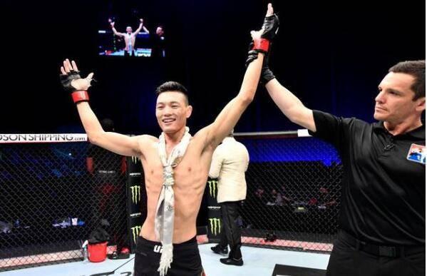 藏族小伙取得UFC3连胜 苏木达尔基凭点数取胜