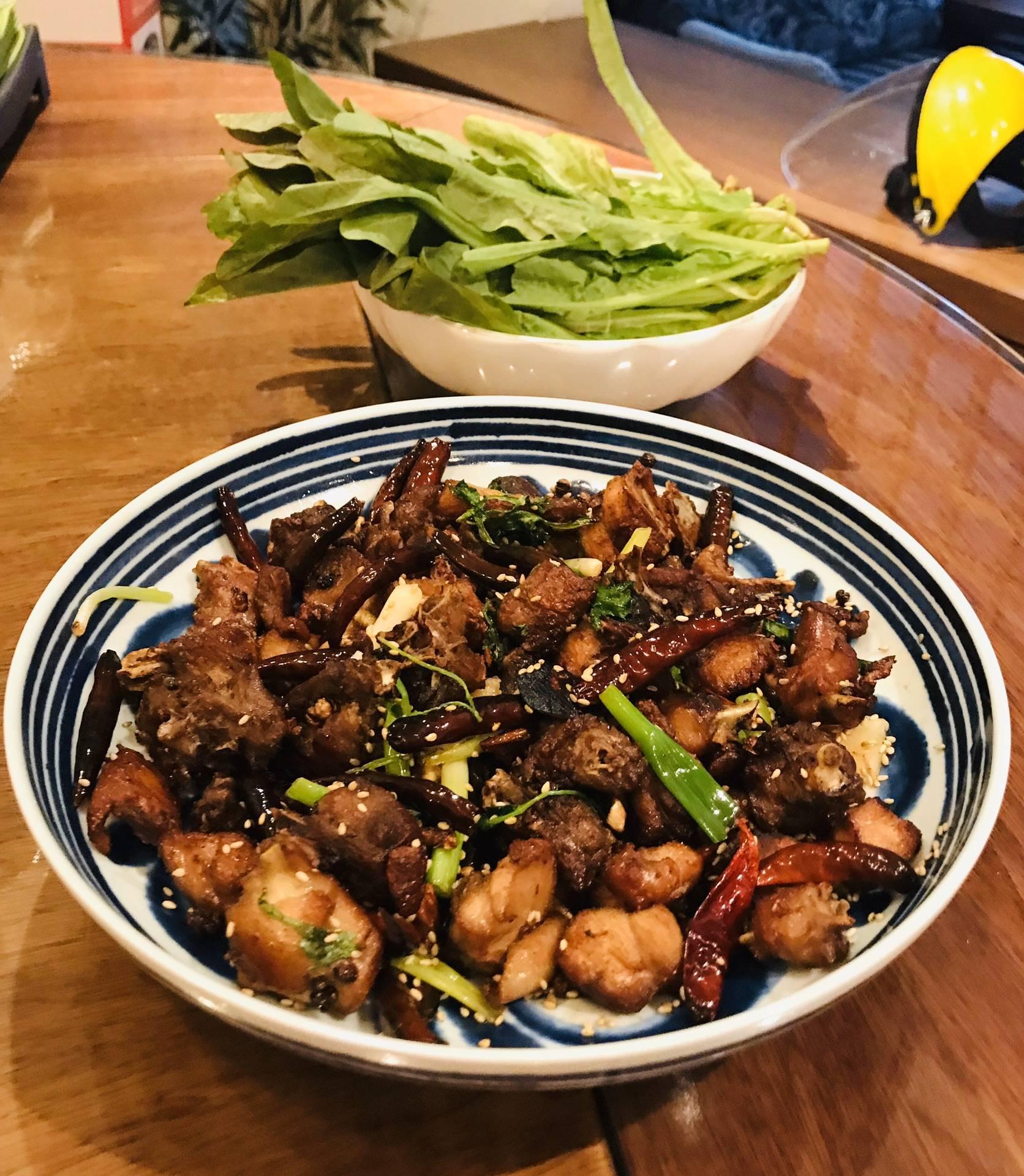 「炒辣子鸡」的做法+配方,油而不腻,香辣麻咸鲜甜的口感
