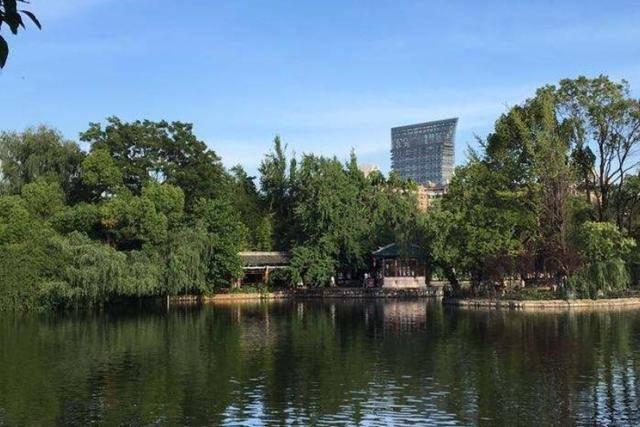 """云南又一免费公园火热,一汪清湖不输西湖,被誉为昆明""""后花园"""""""
