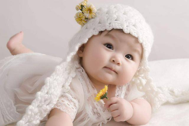原创女儿越长越好看,爸爸怀疑并非亲生,两次亲子鉴定后全家人懵了