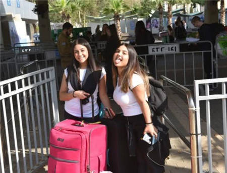 大批以色列姑娘涌入中国,并非只是旅游,还有个目的不单纯!