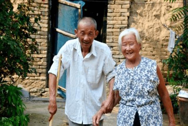 """父母活得久,究竟是""""福气""""还是""""害人""""?9旬老人的话很现实"""