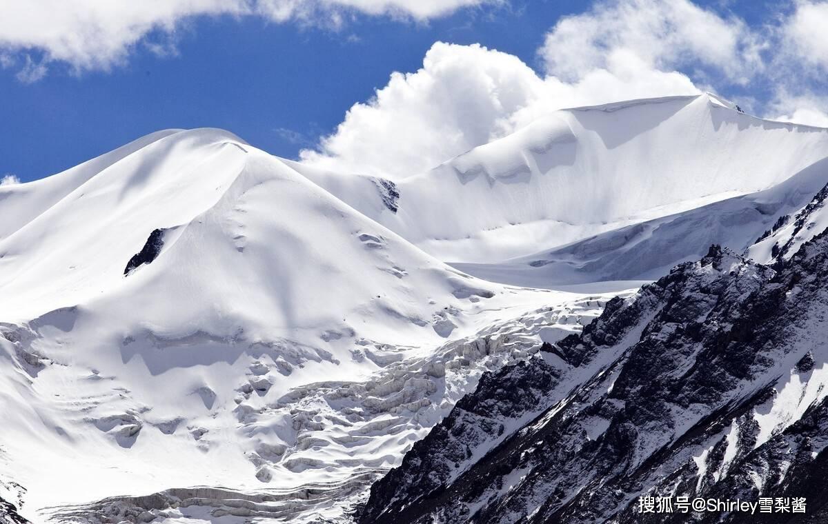 中国第一神山,巍峨磅礴充满神秘色彩,为何常年有军队驻扎?