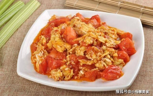 西红柿炒鸡蛋时,不要直接下锅炒,牢记三个技巧,鸡蛋鲜嫩没腥味