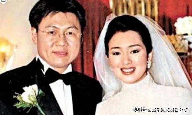 """欧亿5总代理:25年前,被张艺谋""""捉奸在床""""后,巩俐转身怒嫁富商,出走新加坡"""