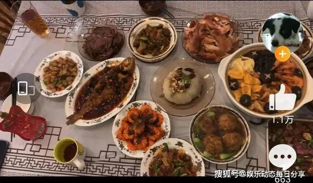 欧亿5总代理:明星晒年夜饭,黄磊摆盘精致,张静初吃全素宴,都不如韩红的盒饭