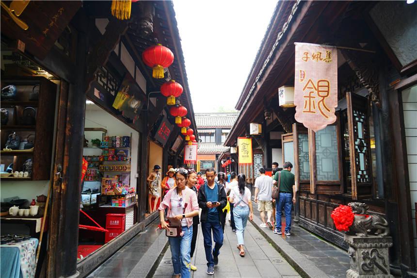 四川成都有个古老的街道,全长550米,三国时期就闻名全国