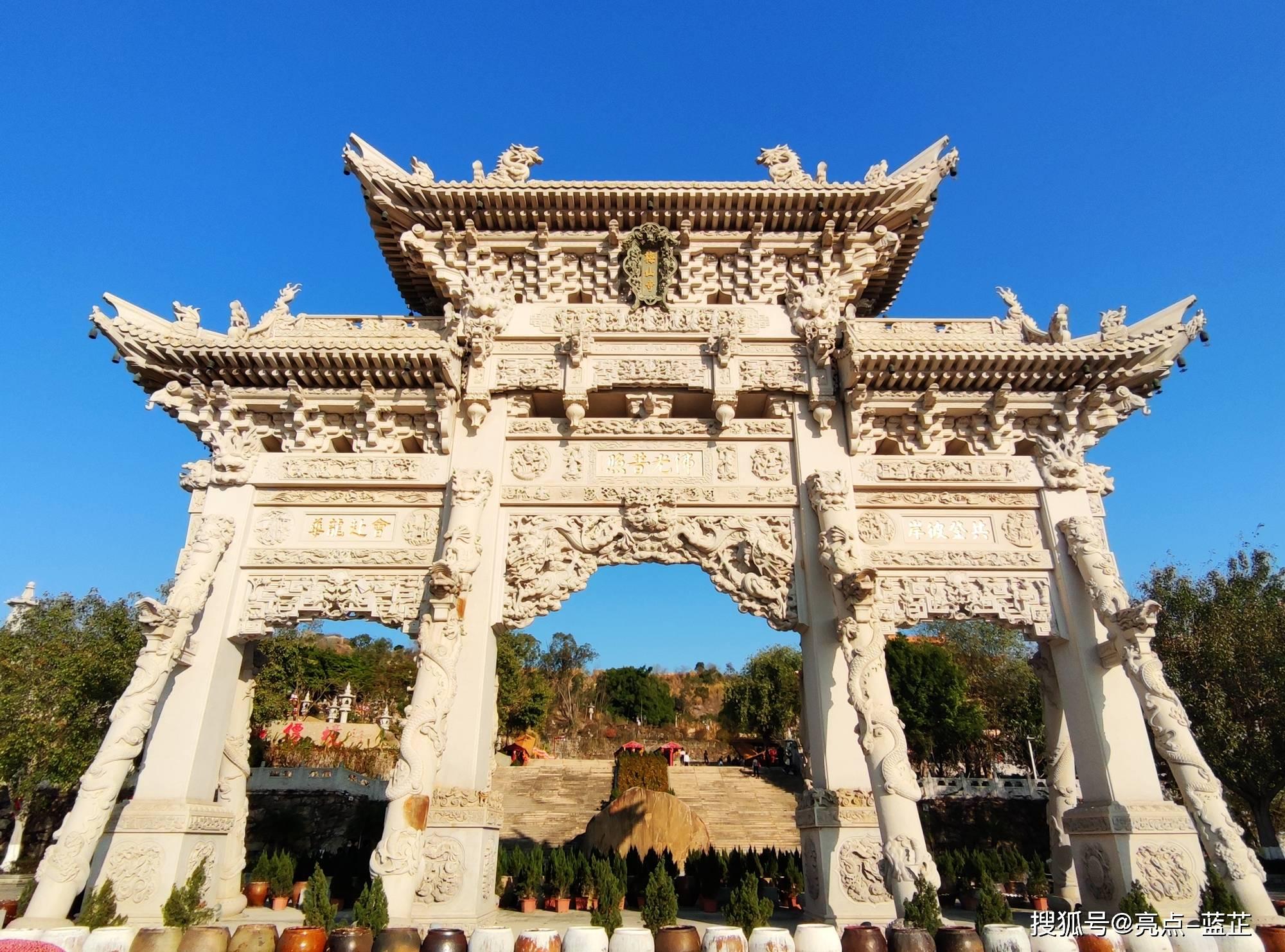 了不起的梅山寺,拥有两个国内之最——石质山门、缅甸白玉佛像  第2张