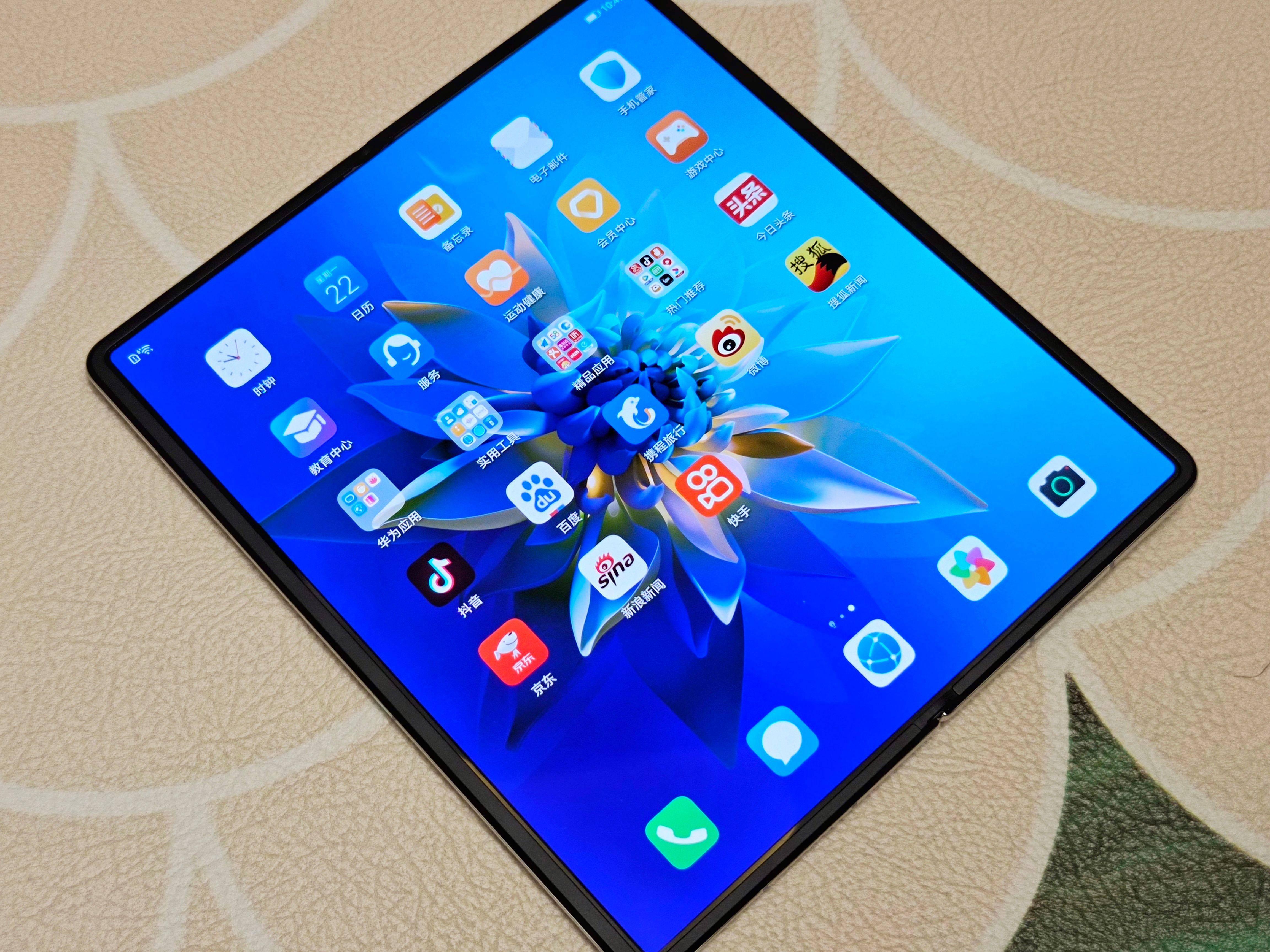 华为Mate X2图赏:售价17999元起的折叠屏手机怎么样?
