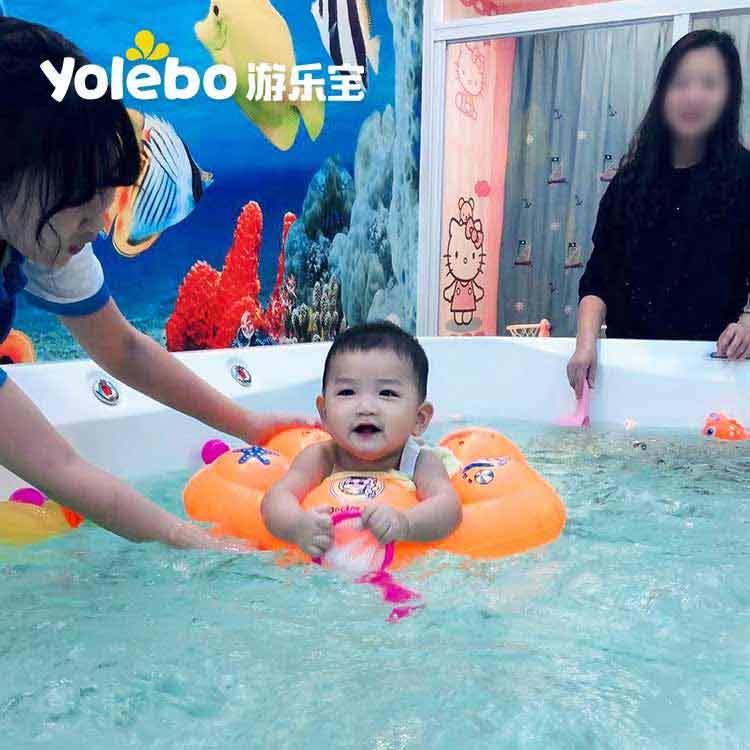 春季带宝宝去婴儿游泳池游泳好处太多了!