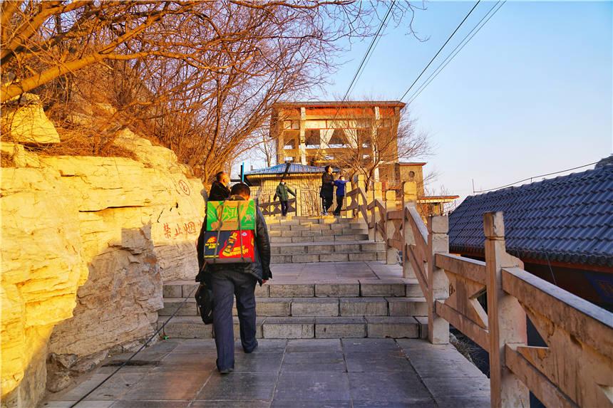 原创             河北石家庄这个神奇名山,580米的悬崖峭壁之上,居然有个古战场