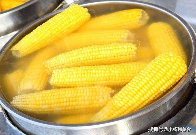 煮玉米时,学会三点技巧,自己在家也能煮出又甜又软糯的玉米