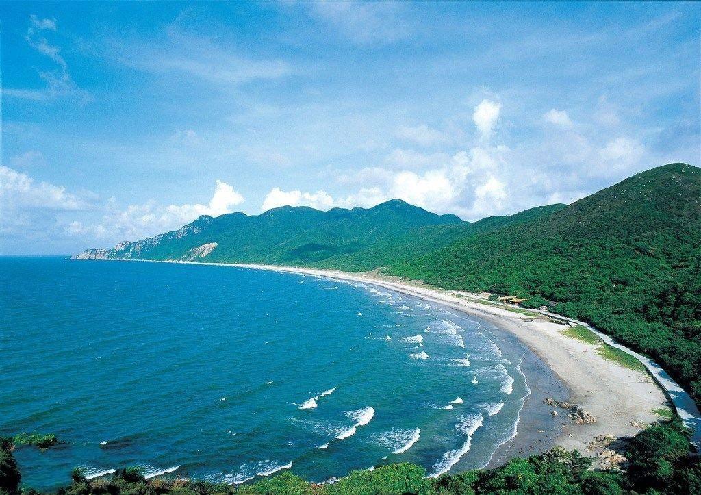 广东一处受欢迎的岛屿,拥有八个海湾,旅游四季皆宜