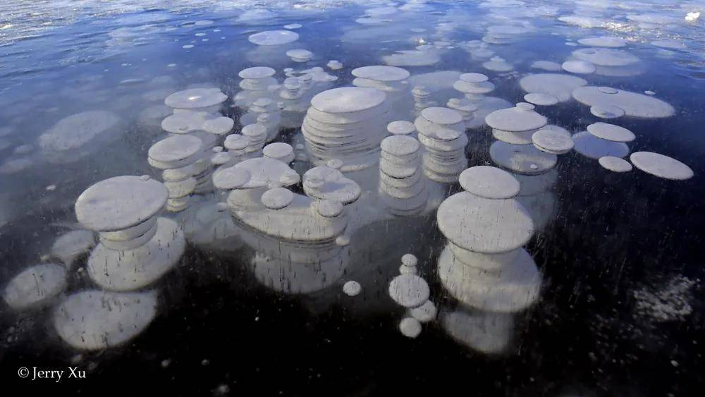原创             看神奇冰泡湖不用再去加拿大俄罗斯,新疆赛里木湖就有