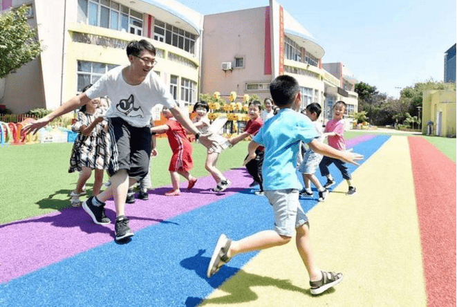 让孩子上公立幼儿园好,还是私立幼儿园好?两者区别主要在四方面