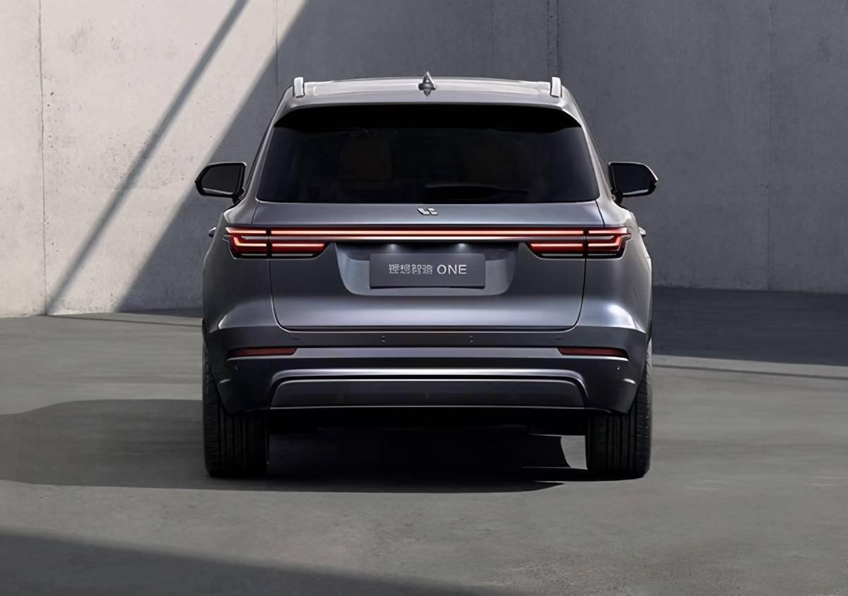 自主品牌高端新能源车不输特斯拉,科技感十足,诚意满满