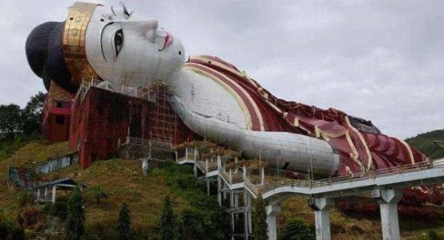 """世界最大""""卧佛"""",静静地躺在山上,游客:越走近看越吓人"""