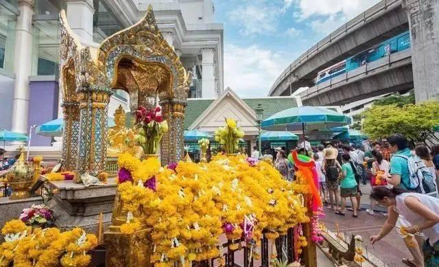 """泰国""""有求必应""""四面佛,正确的代拜方式!千万不能乱找人许愿,"""