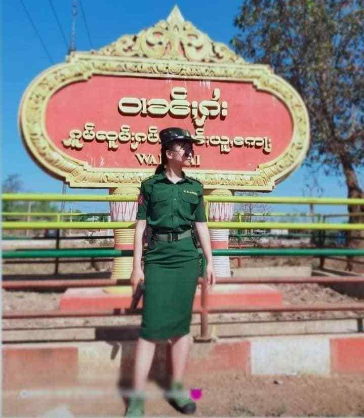缅甸北掸邦军的漂亮女兵,请忽略那双不搭配的解放鞋
