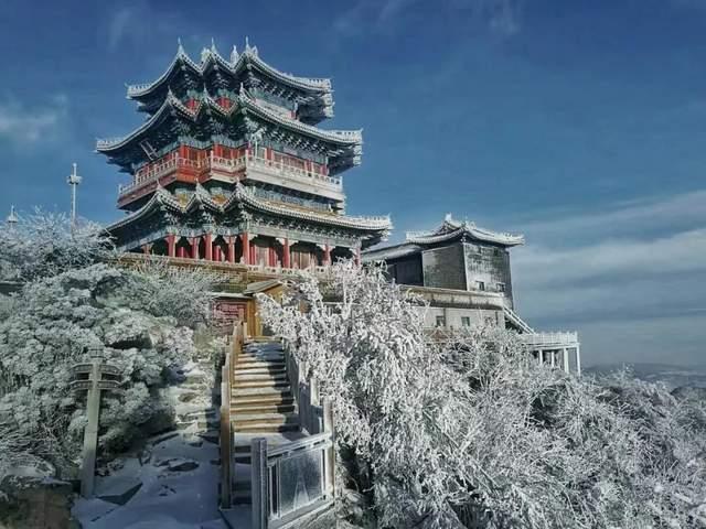 惊现雾凇、霜花!被称为中国五大镇山之首的这个5A景区一夜白了头!