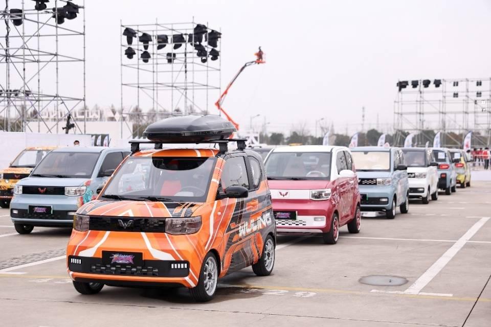 宏光MINIEV 200天销售20万台 潮酷改装最火新能源车