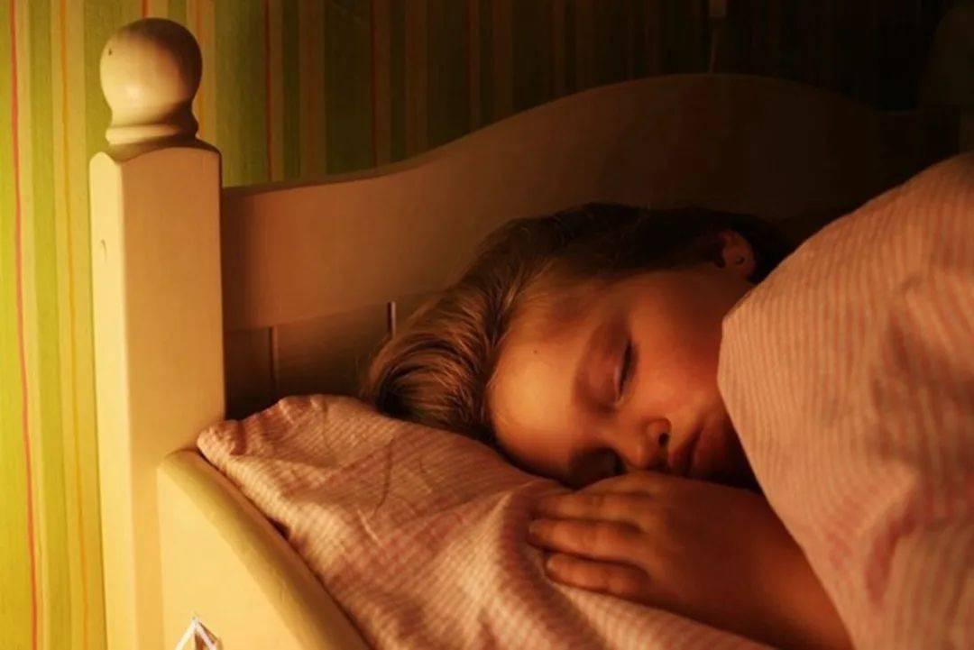 影响孩子长高的因素,除了睡眠之外,这些因素也很关键,父母自查