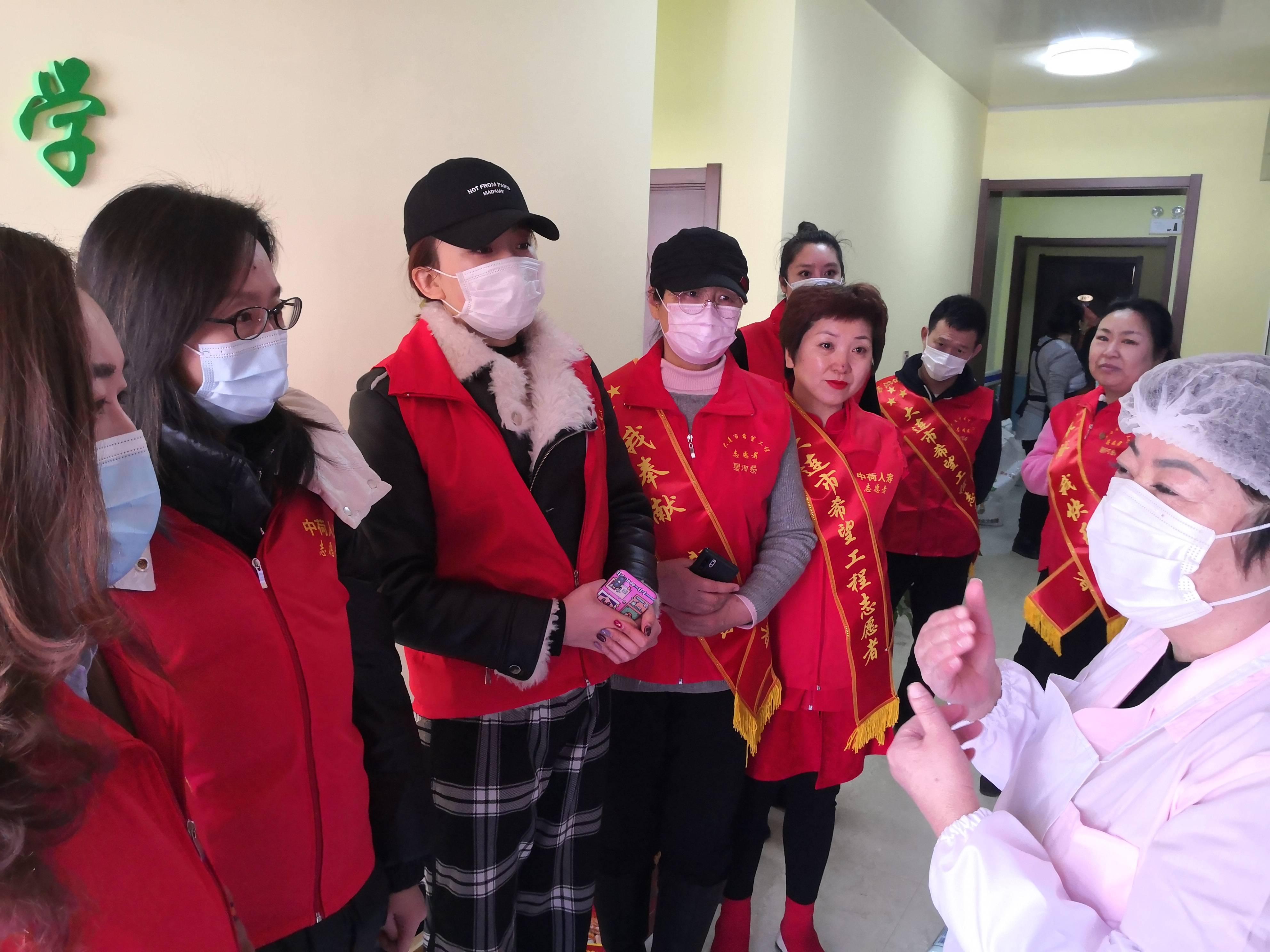 希望项目志愿者开展吊唁活动,庆祝三八妇女节