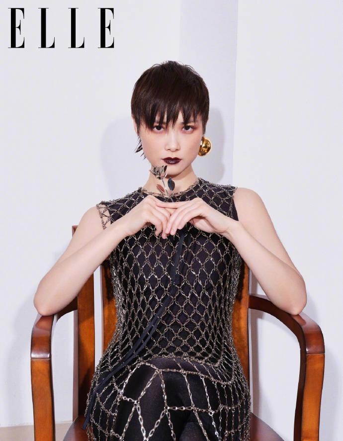 李宇春生日时尚大片上线,碎花复古与暗黑魔女系列,高级大气