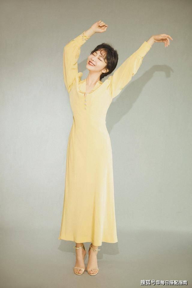 """最近火了一条裙子叫:""""桔梗裙"""",清新时髦又减龄,春天穿正合适"""