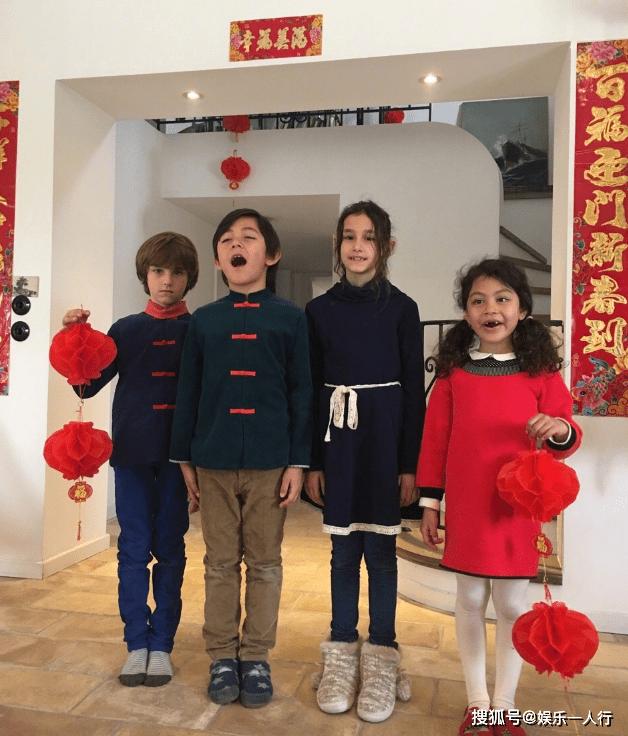 走进刘烨在法国的豪宅腾博游戏,客厅挂着春节对联,把