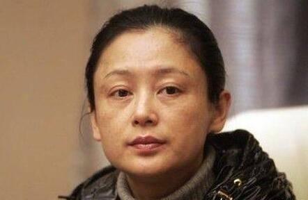 古装第一美人,曾嫌弃倪萍太老,五十岁经常撒娇,日子圆润!  第12张