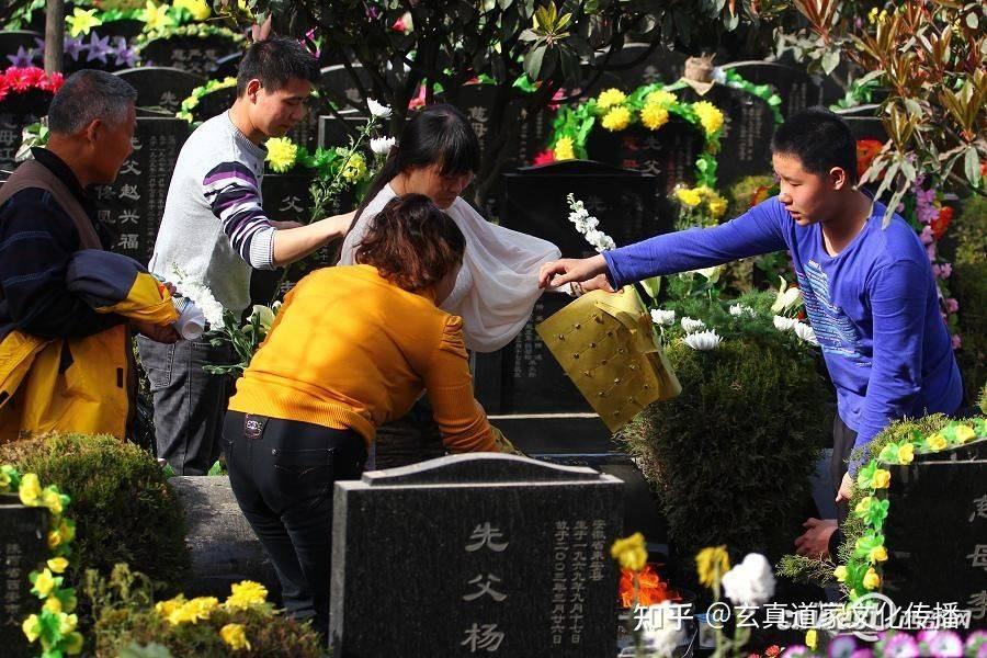 清明节上坟拜祭祖先的讲究和禁忌风俗!  第2张