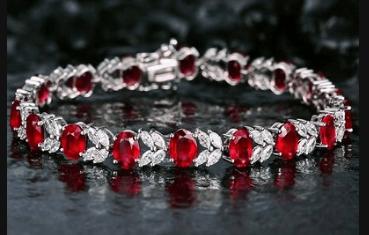 心理测试:选一条宝石手链,测你的命中注定的TA会在哪里?  第1张