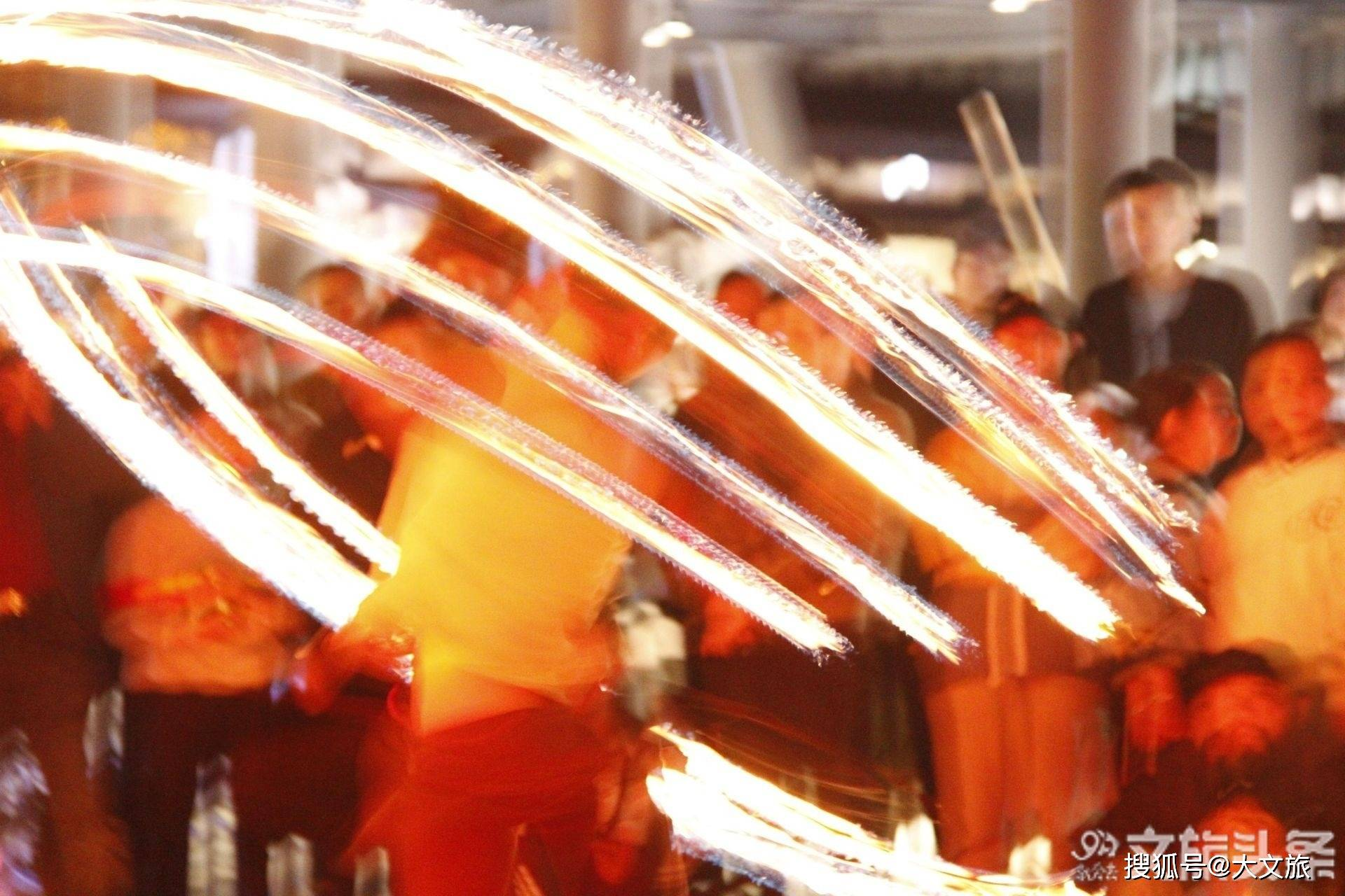 组图!在大理古城附近的四季街市邂逅火舞艺术家