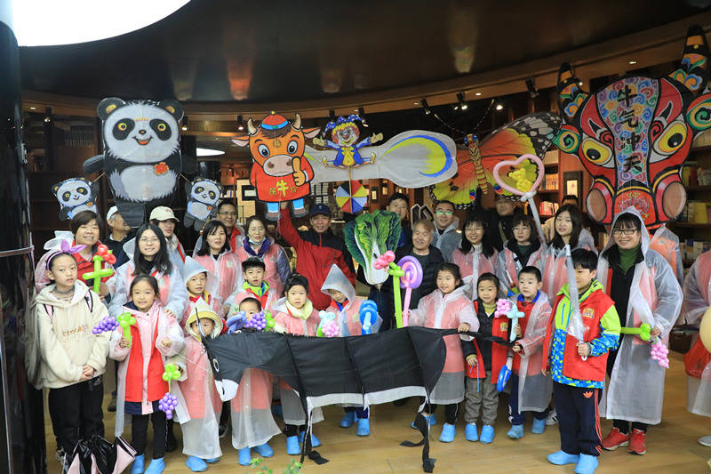 清明假期第一天,恰逢楼观风筝会,陪着孩子跟大师学习制作风筝