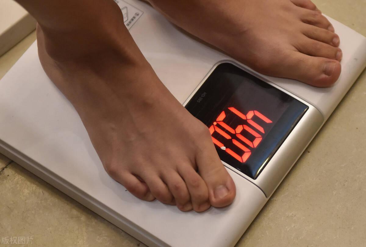 一块肌肉跟脂肪对比图