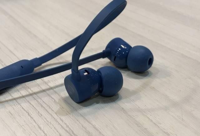 别再送9.9口红啦!给女朋友试试这款蓝牙耳机吧!