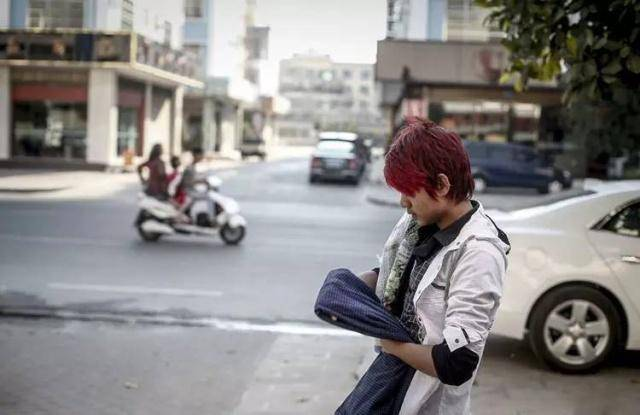 大量缅甸人涌进国内是做什么工作?当地人:说出来可能你还不信!