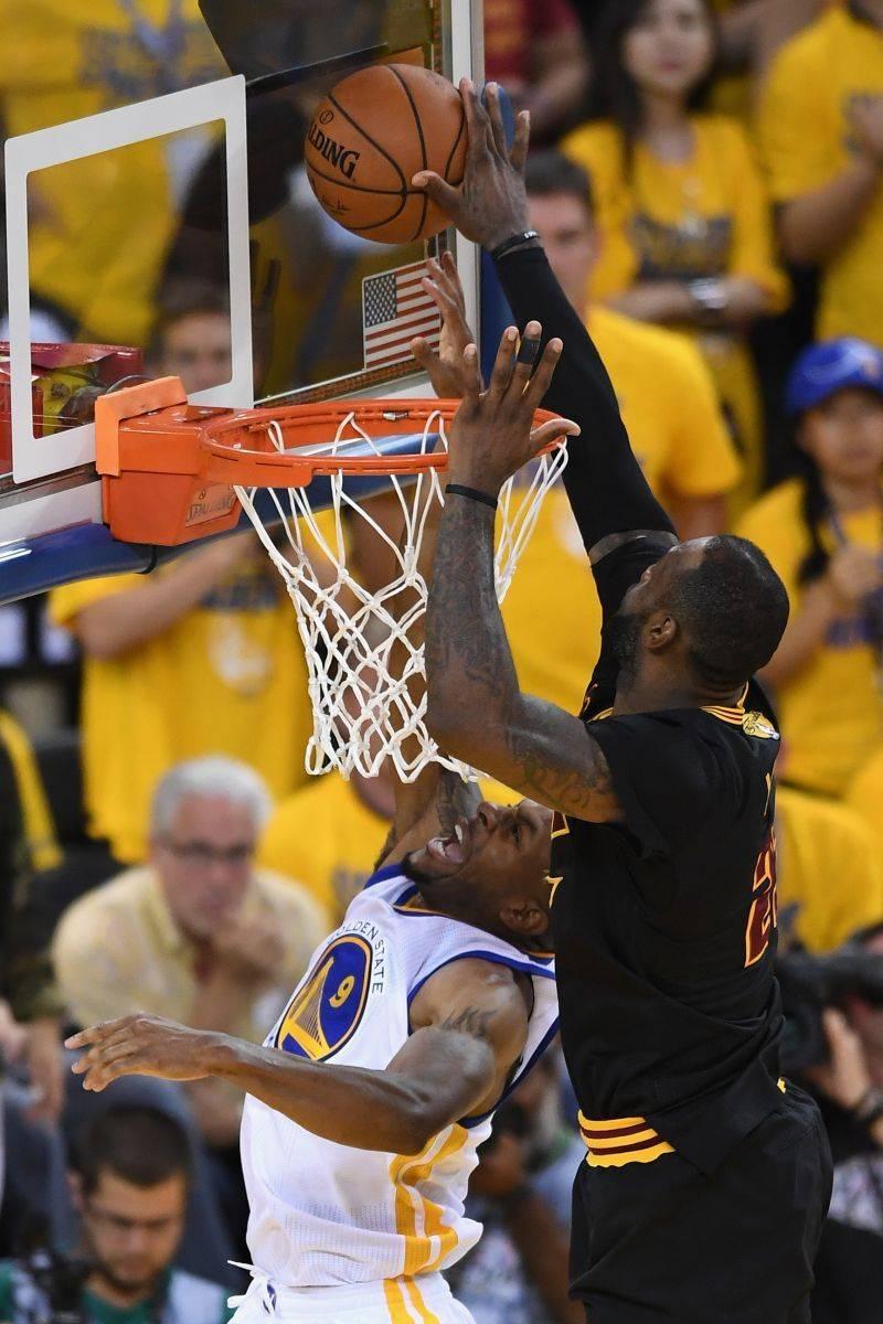 NBA过去十年十佳球:詹姆斯两次上榜!雷阿伦的三分球排名第一!