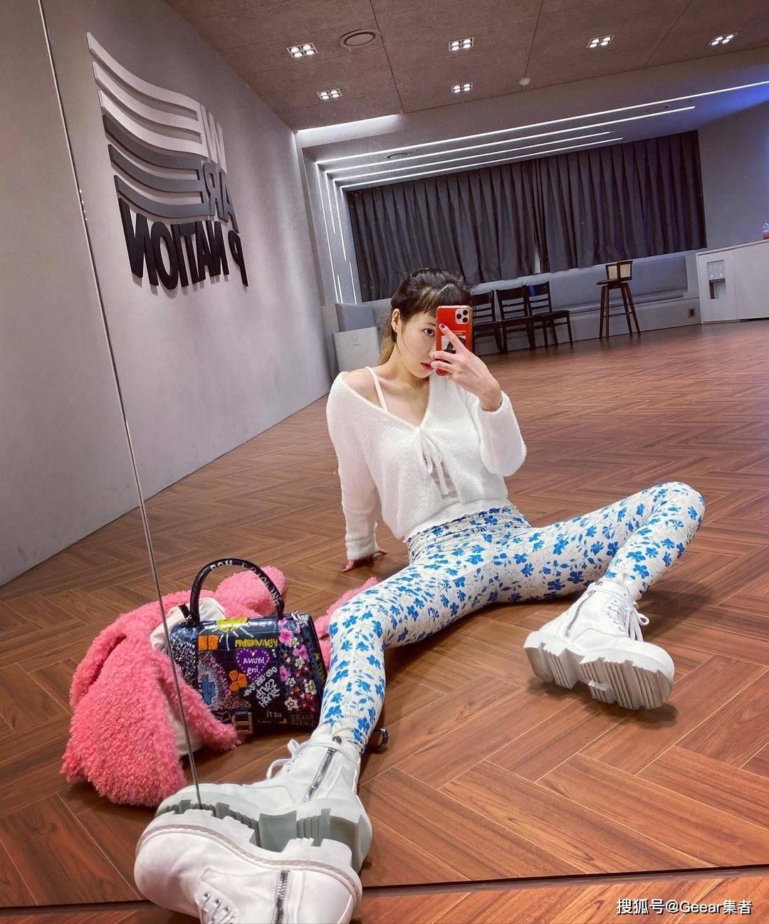 春夏季必备单品清单第一位:看看韩国女星们如何演绎小外套吧!