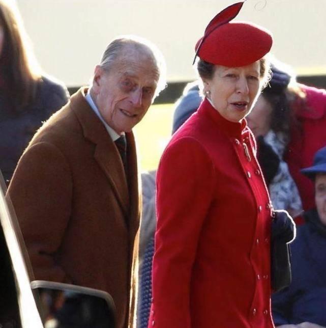 英国长公主悼念菲利普亲王!晒父女俩合照超像,年轻时也是大美人