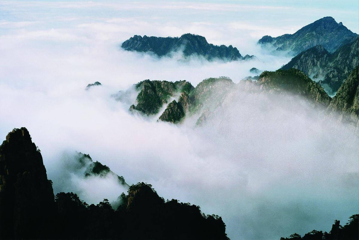 拥有中原第一高峰的山,海拔在1500米以上的山峰有37座