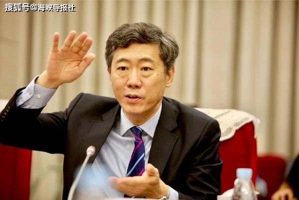 大陆经济学家李稻葵:两岸经贸要加强 政治上也要不断推进
