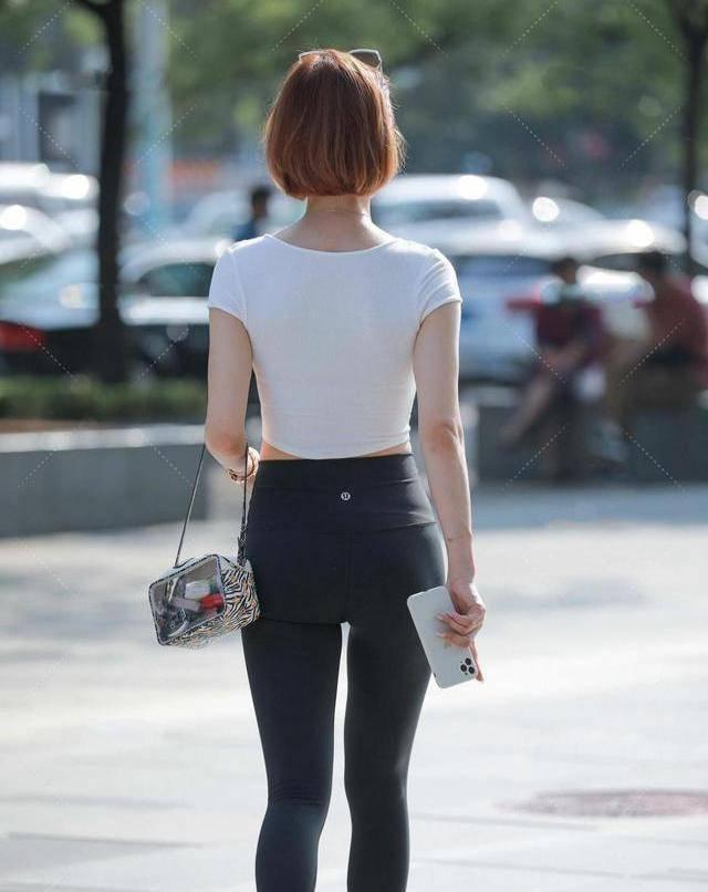 原创             黑色九分裤怎么配才好看?共享穿搭技巧,帮助你成为有气质的女孩