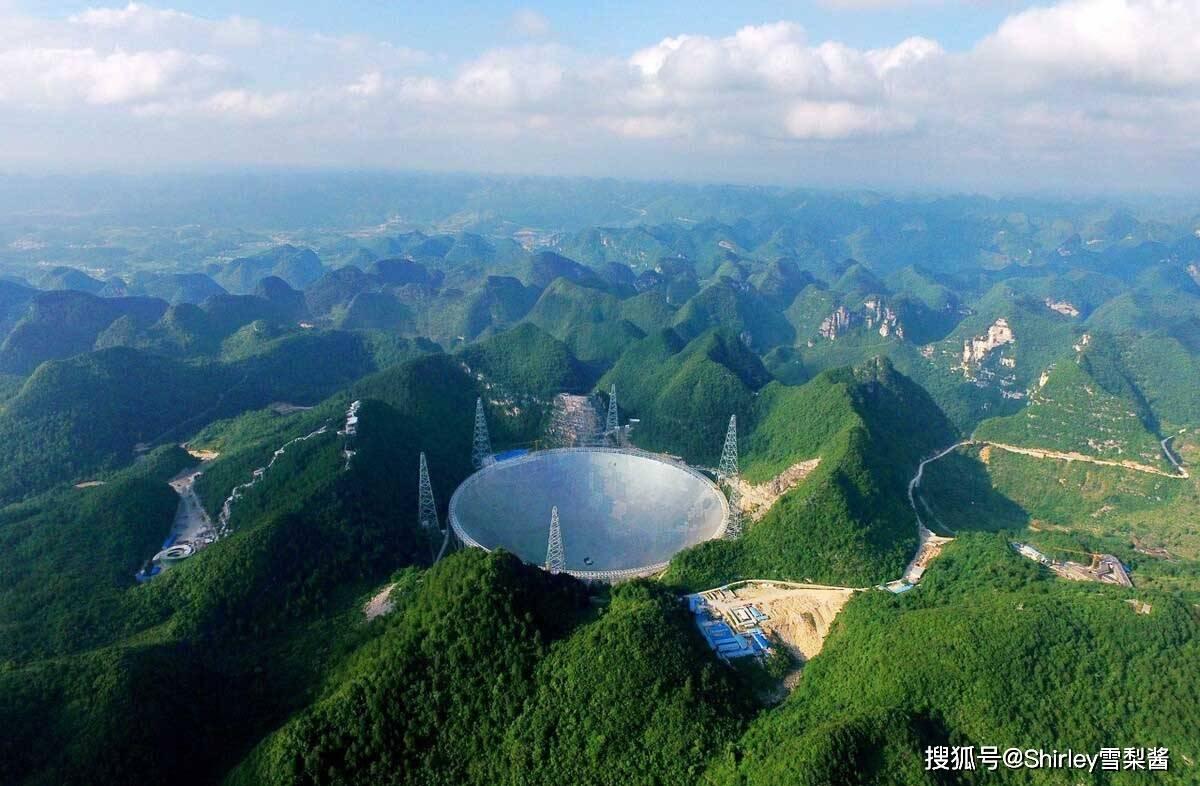 我国再夺世界第一!天空之桥横亘云间,主塔高332米相当于110层楼