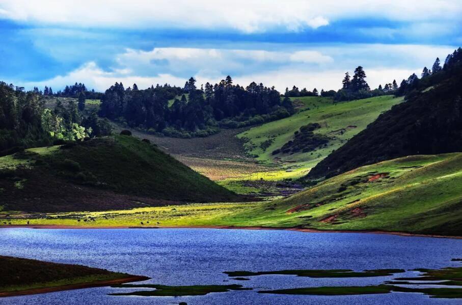 藏匿在凉山的大美湖泊——木里长海子